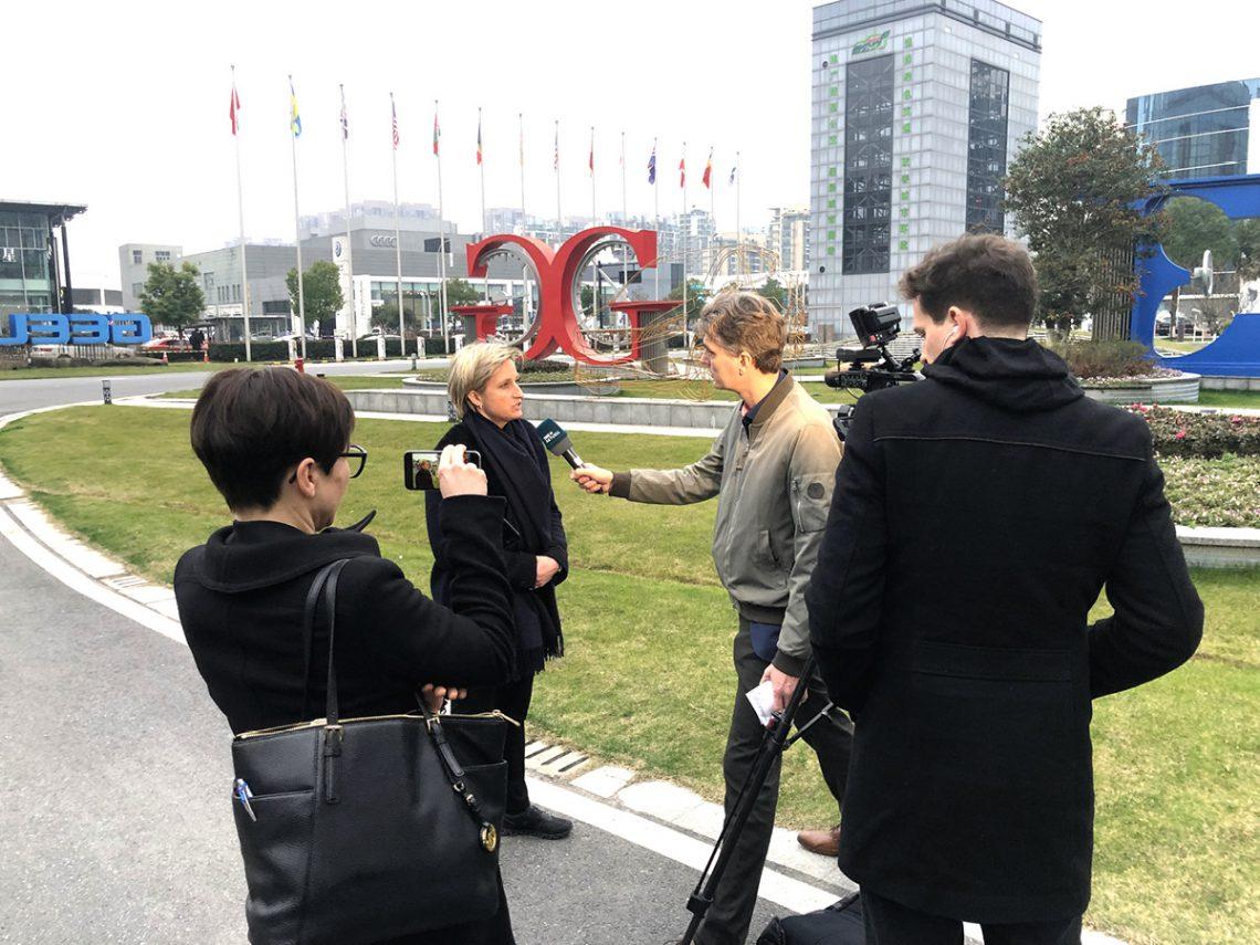 Was waren Ihre Eindrücke von den ersten Tagen der China-Reise? Baden-Württembergs Wirtschaftsministerin Dr. Nicole Hoffmeister-Kraut im Interview mit dem SWR-TV.