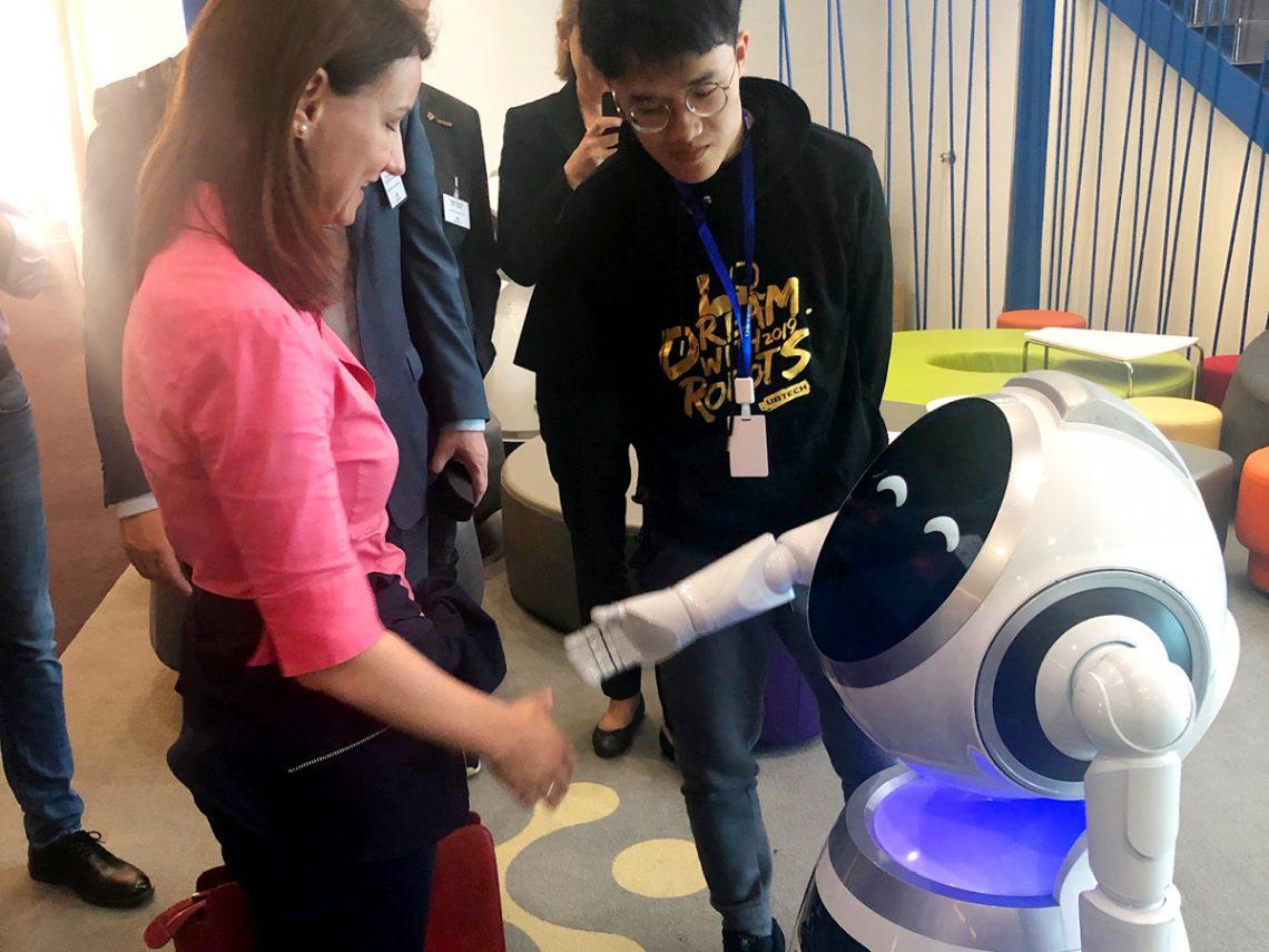Ni hao – Roboter begrüßen die Gäste
