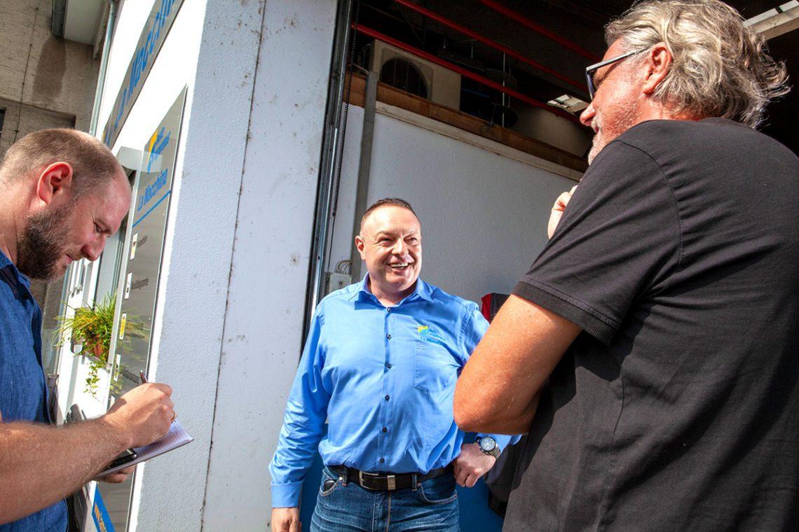 Das blinklicht-Reporterteam zu Besuch beim Autohaus La Macchina