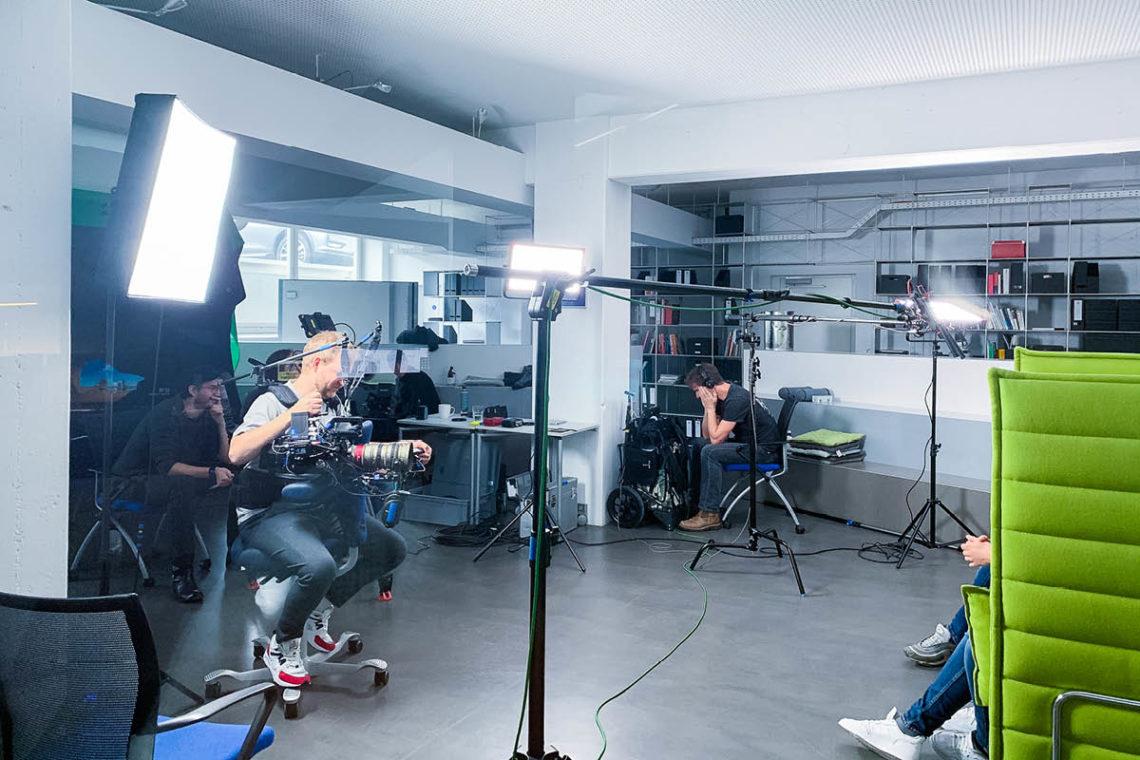 Das Interview - wenn alle sich nur auf Thor und den Interviewpartner konzentrieren.