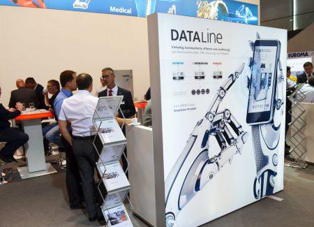 Viele Besucher waren am innovativen Ansatz für Digitalisie-rung und Vernetzung der CHIRON Group interessiert. (Bild: CHIRON Group).