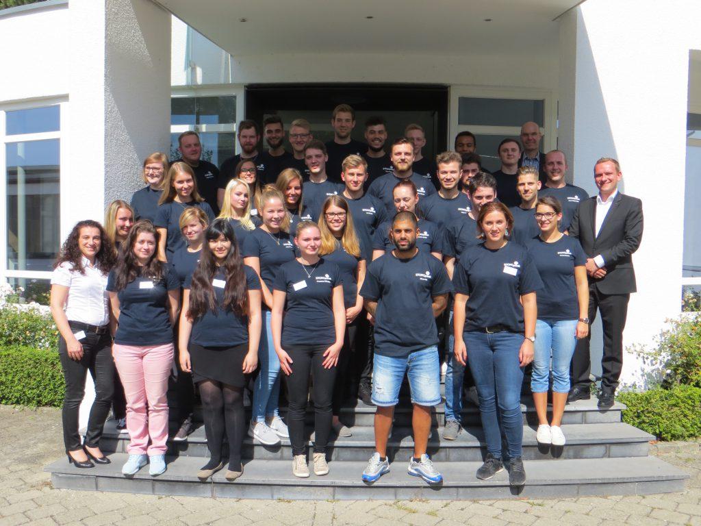 Gruppenfoto der Storopack Auszubildenden 2016 in Metzingen