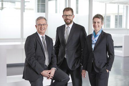 Die Geschäftsführer Michael Unger, Florian Hermle und Katrin Stegmaier-Hermle (von links) sind mit der Entwicklung der Balluff Gruppe im Jahr 2016 sehr zufrieden. Foto: Balluff