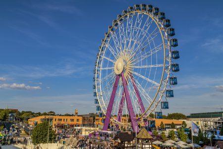 Für die Teilnehmer an der WOLFF & MÜLLER Kennenlernrunde geht es hoch hinaus. Vier Riesenradgondeln hat das Stuttgarter Bauunternehmen zu diesem Anlass gemietet.