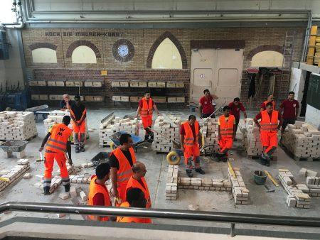 22 Flüchtlinge beschäftigt das Stuttgarter Bauunternehmen aktuell.