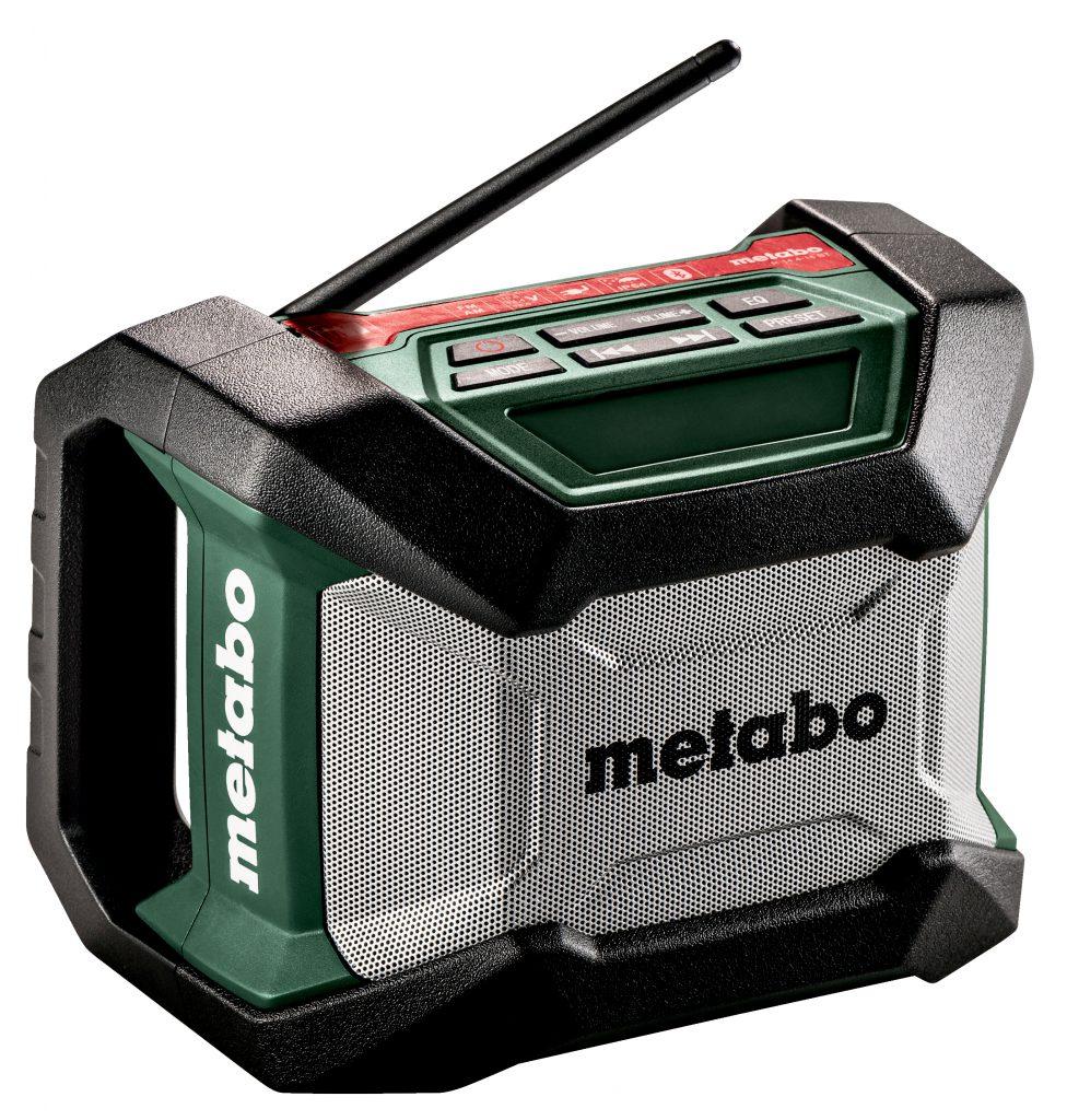 Das neue Akku-Baustellenradio von Metabo ist in zwei Varianten erhältlich – mit und ohne Streaming-Funktion. Satten Sound liefern beide: Dank großem Lautsprecher an der Frontseite. Foto: Metabo