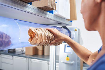 Die Lösungen von Storopack lassen sich in bestehende Verpackungslinien integrieren und sind auf eine ergonomische Arbeitsgestaltung ausgelegt.