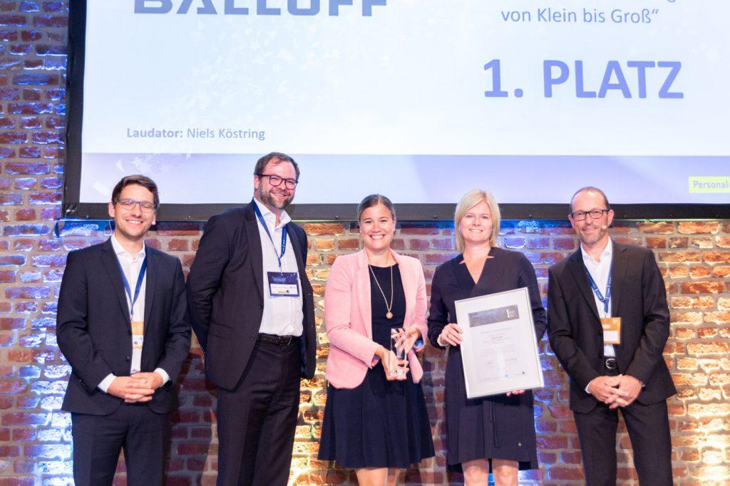 """Sensor- und Automatisierungsspezialist Balluff räumt bei der Verleihung des Deutschen Personalwirtschaftspreises ab: In der Kategorie """"Ausbildung"""" holte das Unternehmen den ersten Platz."""