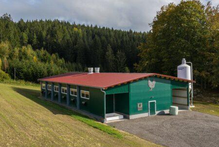 Bio-Hühner Vormaststall mit Flächenheizung