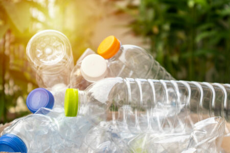 Plastikflaschen auf einem Haufen