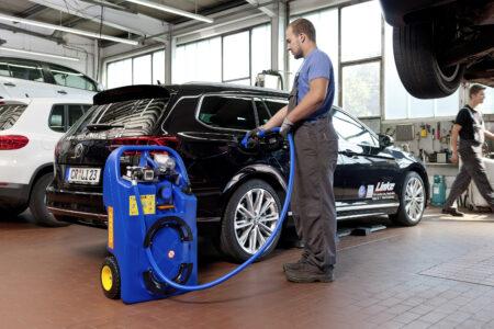 In der Werkstatt mobil AdBlue tanken – kein Problem mehr dank CEMO Akku-Trolley