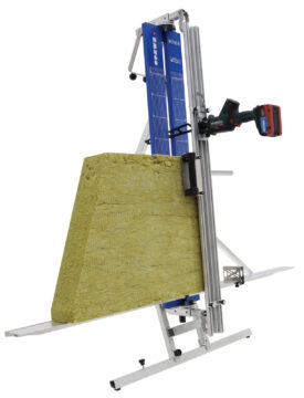 Das Allzweck-Schneidegerät von Spewe ist besonders robust sowie kompakt und eignet sich zum Schneiden von Mineralfasern, Dämmstoffen oder auch Holzfasern und Schaumglas.